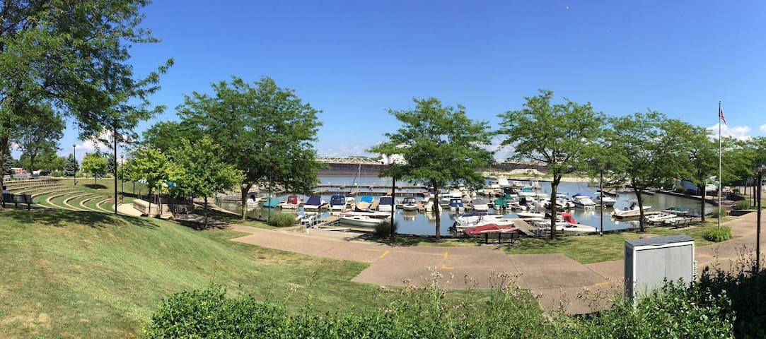 Condo Overlooking Huron Boat Basin! - Huron - Appartement