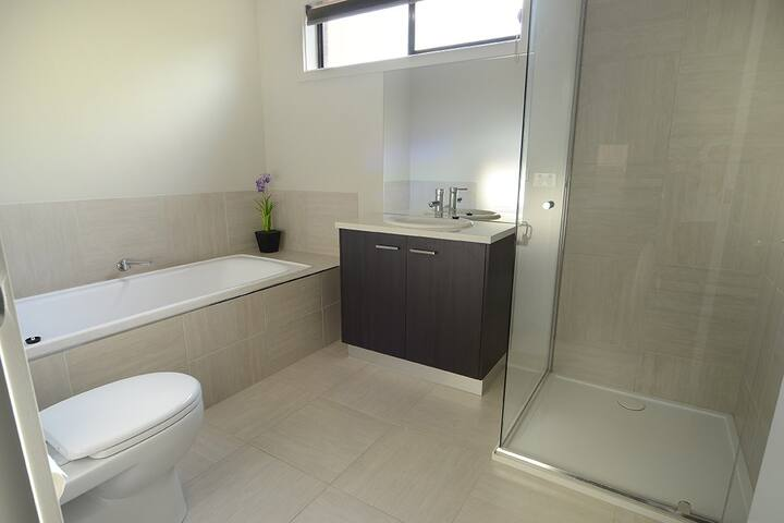 Modern and comfortable in O'Neill St - North Bendigo - Ev