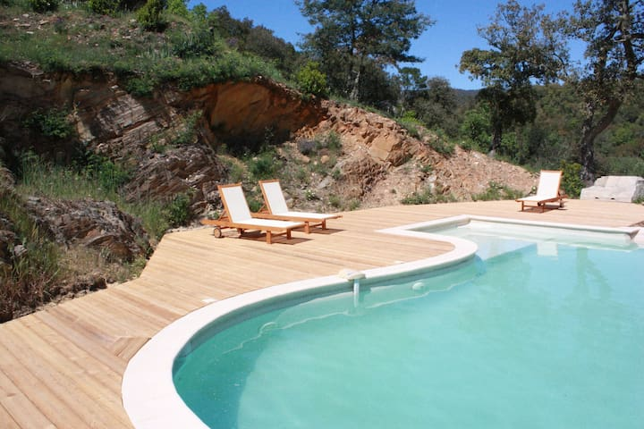 Grande maison en pleine nature - Collobrières - Alojamiento vacacional