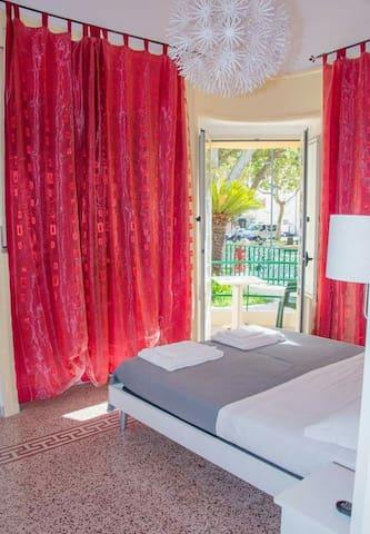 VILLA ANNA B&B CAMERA CON BALCONE - Praia A Mare - Bed & Breakfast