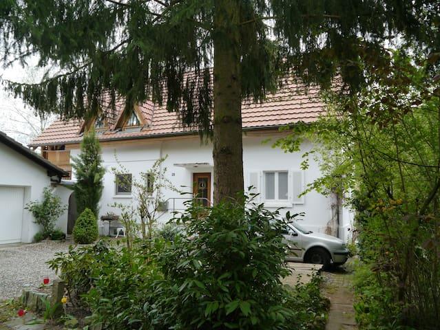 """Zimmer """"Shine"""" in nettem Landhaus, Markgräflerland - Kandern - Huis"""