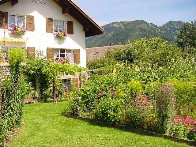 B&B, 3 room flat ZWEISIMMEN - Gstaad - Saanen - Bed & Breakfast
