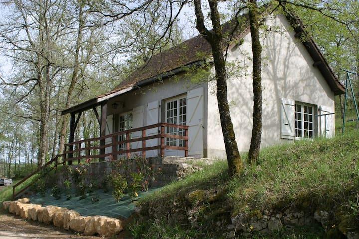Maison T3 dans un domaine de 4 hectares + piscine. - Saint-Chamarand - Hus