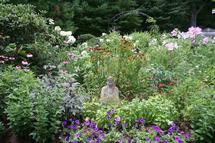 Tranquil Woodland Sanctuary near town center - Guilford - Casa
