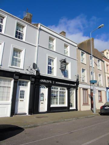 Spacious 5 Bedroom Townhouse - Cobh - Rumah