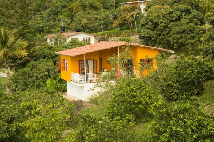 House with great view and pool in tropical garden - Mesitas del Colegio - Huis