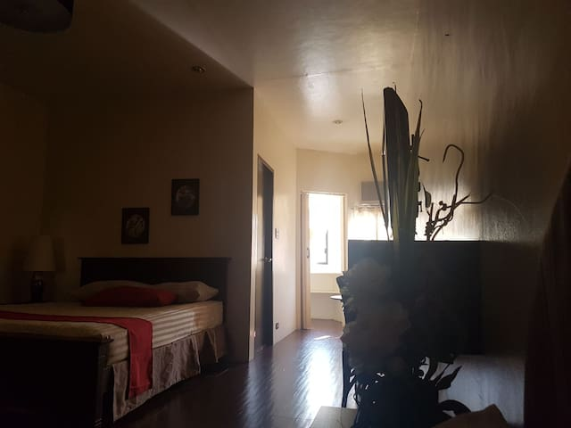 Relaxing 2-Bed Room with WIFI and TV - Quezon City - Huis