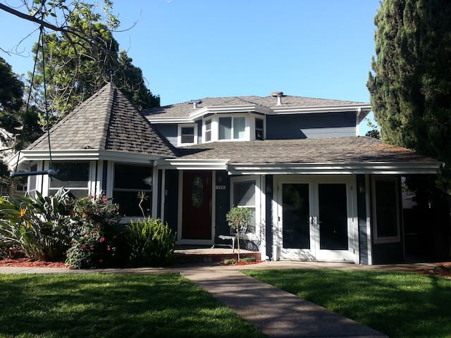 Great for Art Lovers, Bibliophiles, and Sailors - Benicia - Huis
