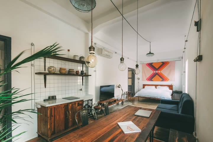 French Colonial Apartment In The Center of Saigon - Ho-Chi-Minh-Stadt
