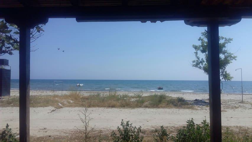 Caravan just a few meters from the sea! - Paralia Mesis - Camper