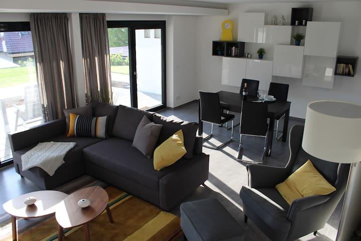chic, modern, ruhig und groß (72m²) in Toplage - Neuffen - Leilighet