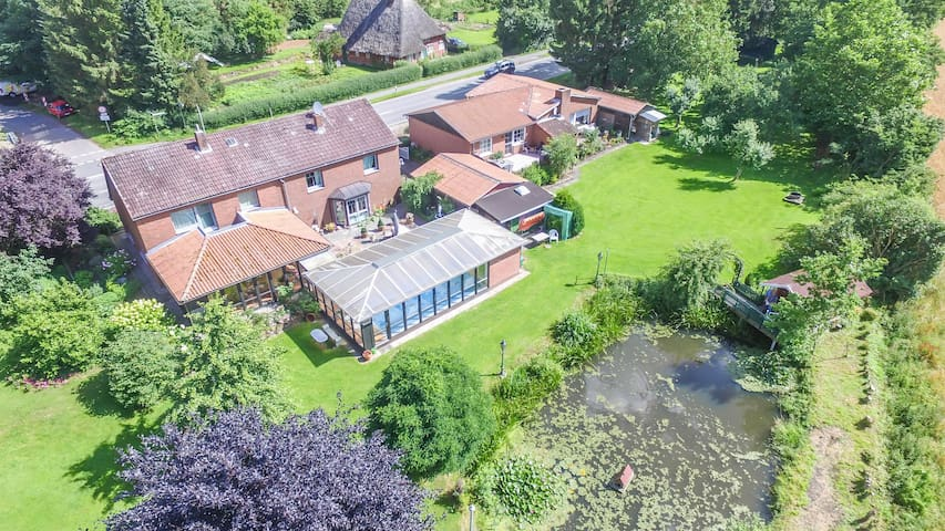 Traumoase Ganzes Haus m. Pool & Sauna nahe Ostsee - Ahrensbök - Huis