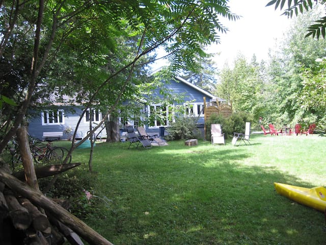 La maison Bleue du lac ( reservation d'été ) - Hatley - Casa