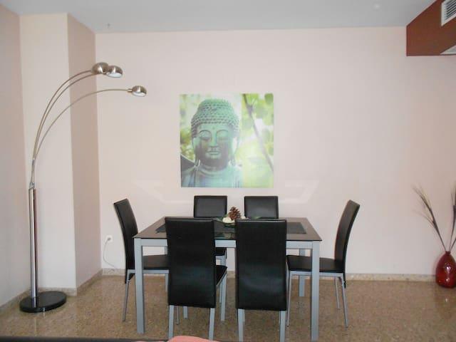 VERY COMFORTABLE APARTMENT FOR 6 WITH PARKING. - Paterna - Huoneisto