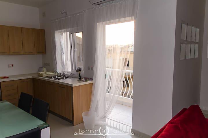 Master Bedroom in modern, bright flat in Swieqi - Is-Swieqi - Appartement