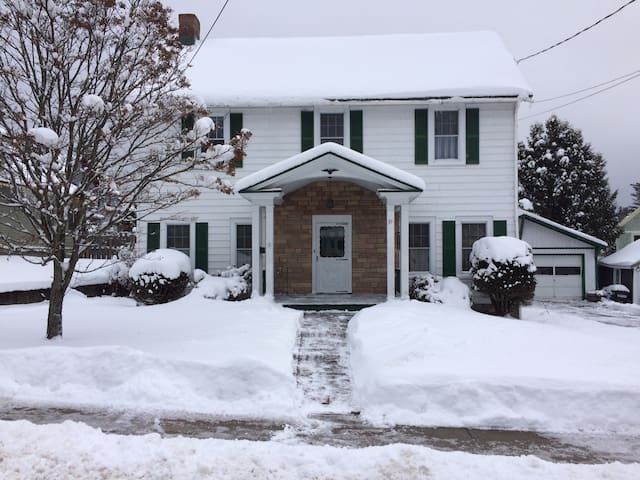 Lovely Adirondack Home near the Lake and Downtown - Saranac Lake - Leilighet