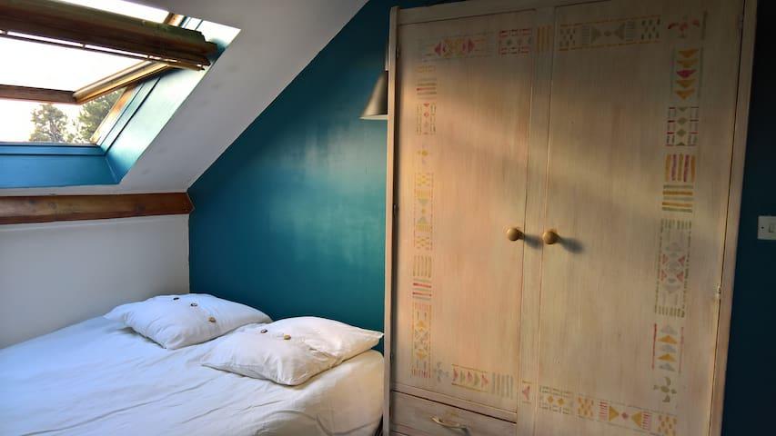 Chambre au calme, parmi les livres - L'Haÿ-les-Roses - Casa