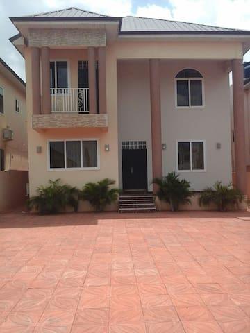 Lakeside Estates (Ashaley Botwe) - Accra - Hus