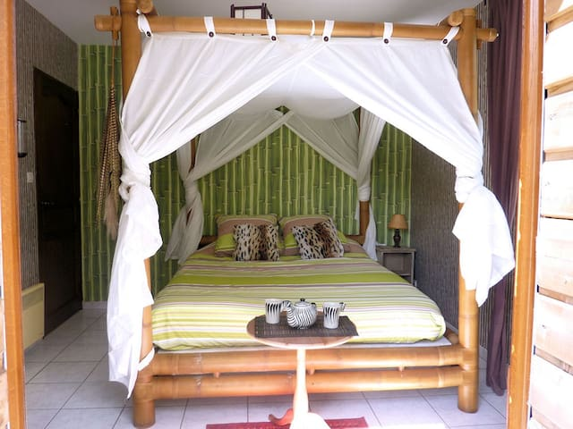 CHAMBRE BAMBOU - Brêmes - Bed & Breakfast