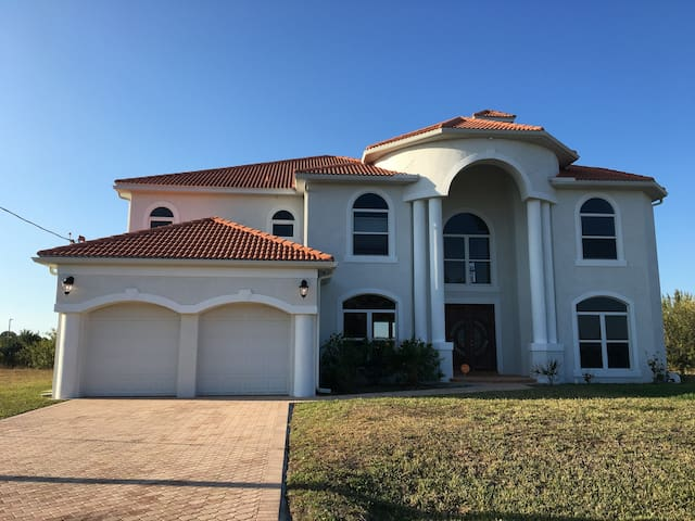 WATERFRONT SUNSET PARADISE, BOAT DOCK,GULF ACCESS - Cape Coral - Haus