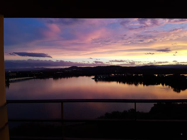 Best views in Canberra! City aprtmt with parking! - Canberra - Apartemen