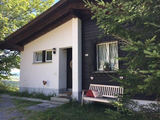 Famlienfreundliches Ferienchalet für 6-7 Personen - Lumnezia - Ev