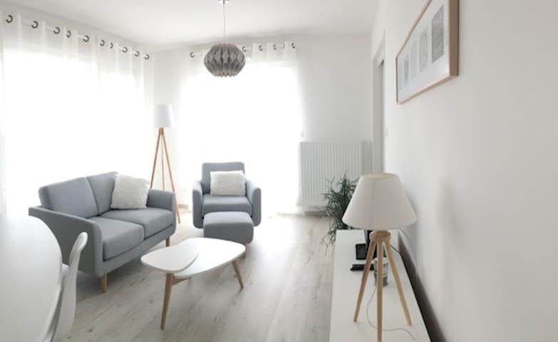 Logement T 3  - 58  m2  + terrasse - Angers - Apartemen