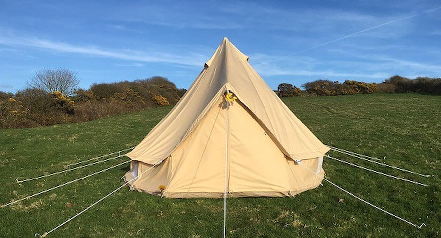 4M Bell Tent in Meadow near Tintagel, lovely views - Cornwall - Tipi