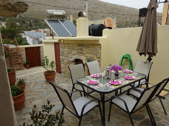 BEAUTIFUL STONE MANSION  IN APOSTOLI PEDIADOS - Apostoli, Crete - Hus