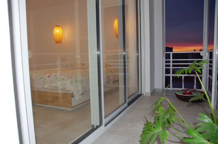 Blue Canary Room with private Parking & Balcony - Seville