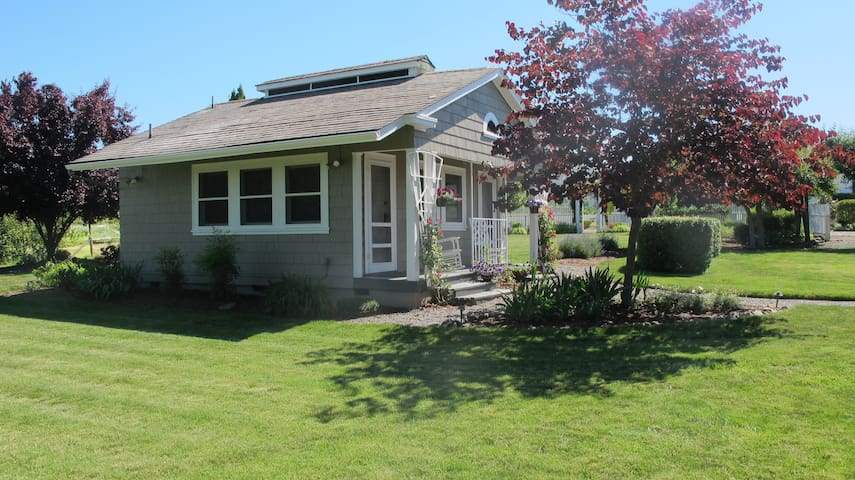 The Cottage @ Hillcrest Orchard - Medford - Bungalou