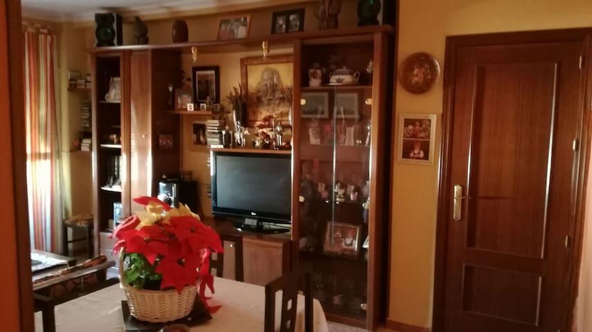 Se alquila habitación en La Rinconada - La Rinconada, Andalucía, ES - Appartement