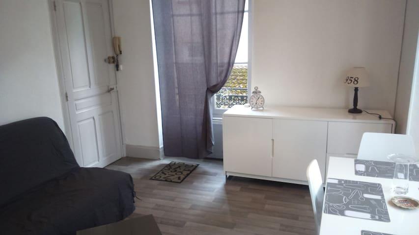 Jolie appartement F1 bis - Vichy - Departamento