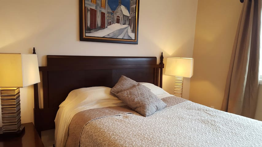 Spacious apt with private parking! - Montreal - Departamento