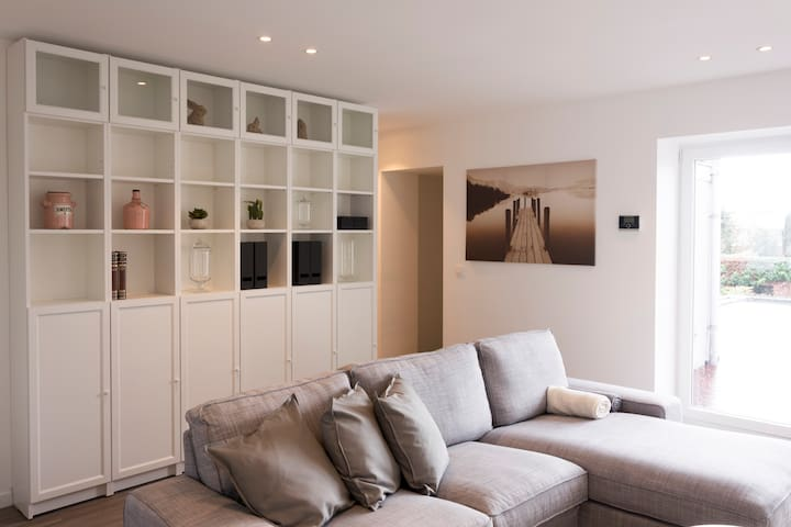 Clean,cosy apartment-private terrace (full option) - Kuurne