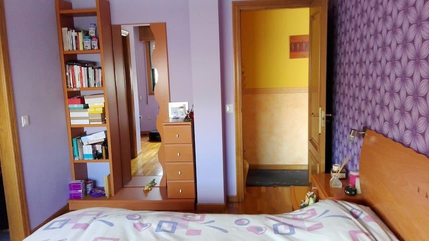 Habitación grande con baño privado - Ponteareas - Lägenhet