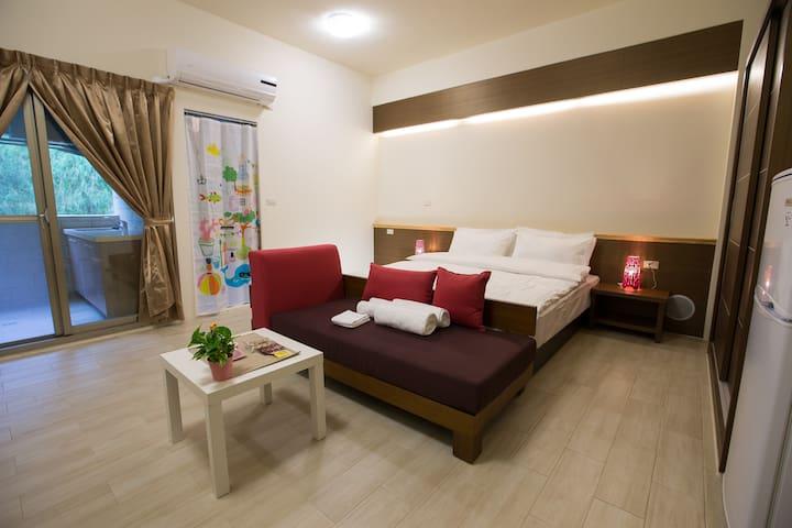 景觀溫馨雙人房,寬敞且乾淨!位於竹南頭份新竹交界處,北上南下的好選擇! - 新竹市 - Vila