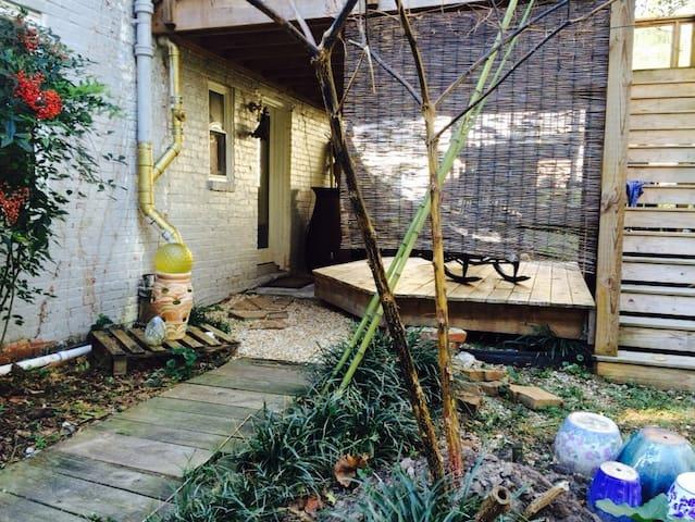 Cottage Apartment 3 Blocks from Duke West Campus - Durham - Huoneisto