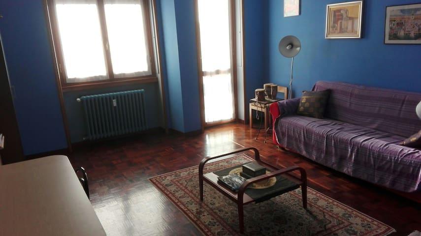 Camera spaziosa e luminosa - Saronno - Departamento
