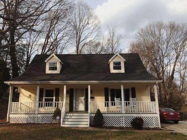 Cozy Southern Bungalow - Fort Mill - Casa