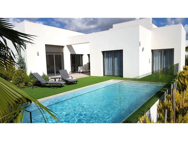 Luxury villa outside Torrevieja - Benijófar - Dom