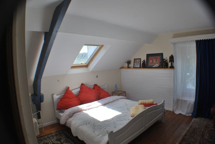 Riverview Room, sleeps 2/3+ in ancient town - Malestroit - Appartement