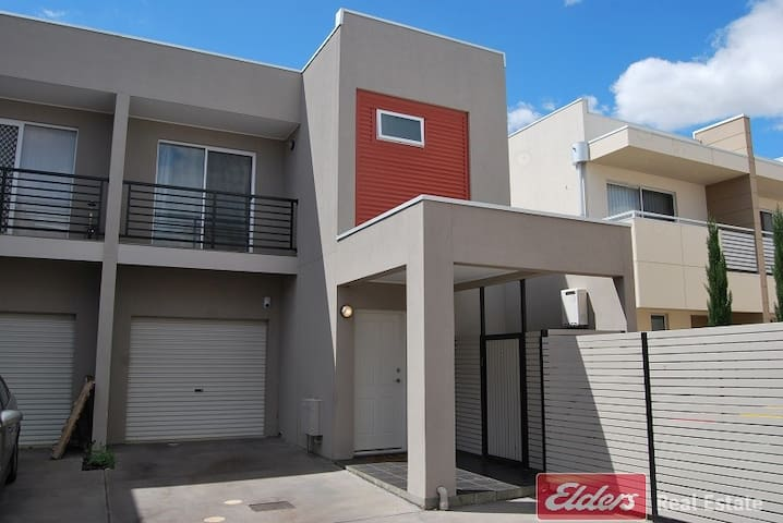 Double bed central of Mawson Lakes - Mawson Lakes - Apartemen