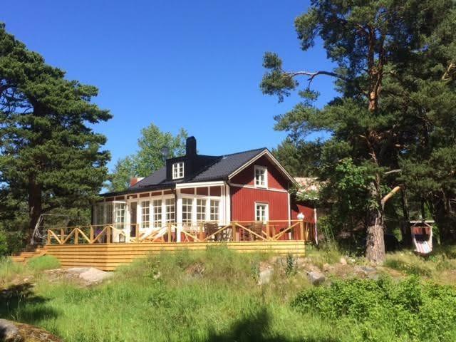 Villa i skärgårdsbyn Svartnö - Norrtälje SO - Haus