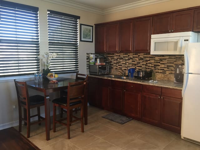 Lux Suite with Private Entrance - 庫卡蒙格牧場(Rancho Cucamonga)