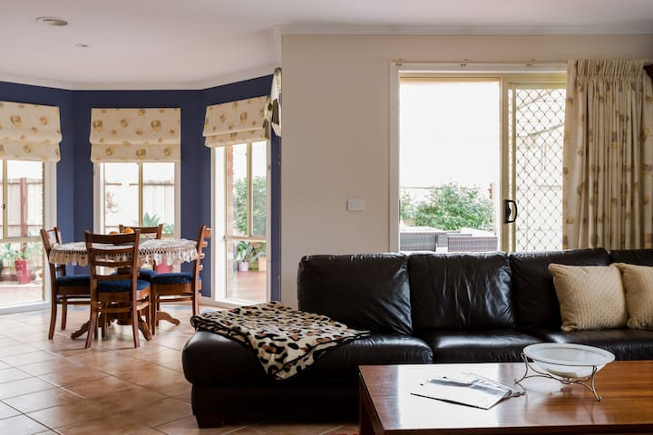 Clean and comfortable private room - Taylors Hill