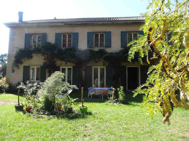 Chambres de charme à Chaponost, 20 minutes de Lyon - Chaponost - Haus