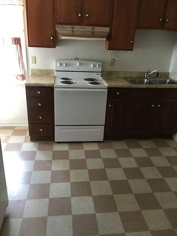 Private, clean apartment for two people! - Connellsville - Apartemen