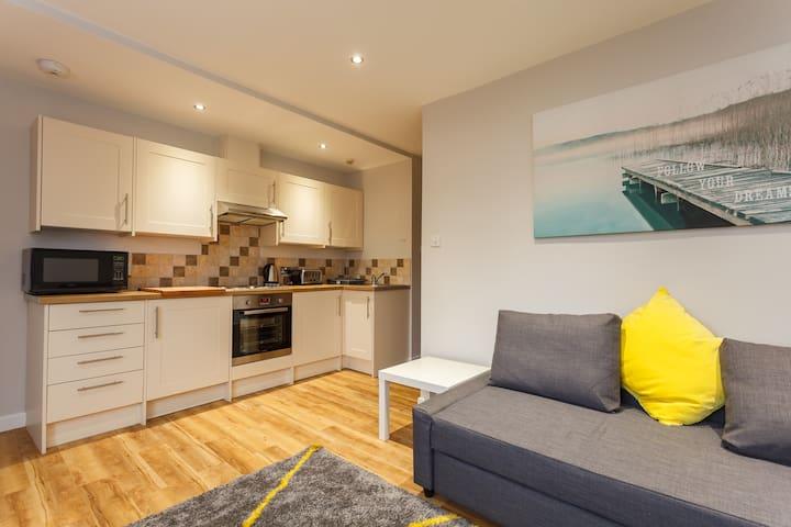 2 Bed Modern Sea Road Apartment - Bournemouth  - Departamento