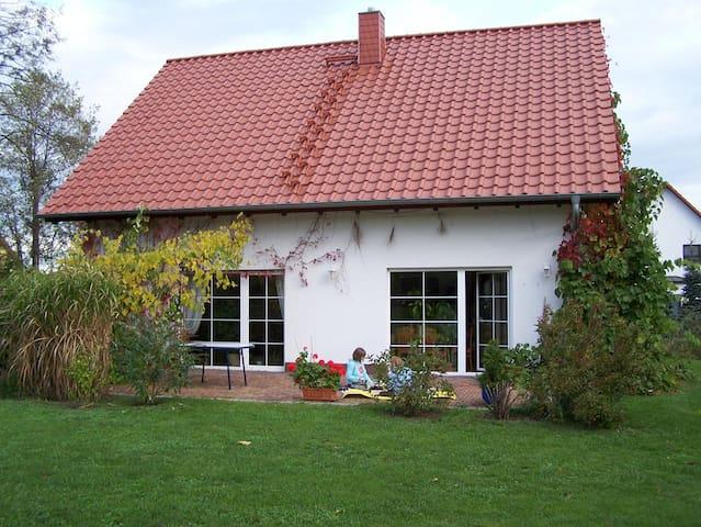 grosszügiges Ferienhaus mit Stellplatz und Garten - Weißwasser - Dom